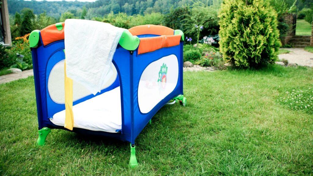 Laufstall und Reisebett für Kleinkinder und Baby