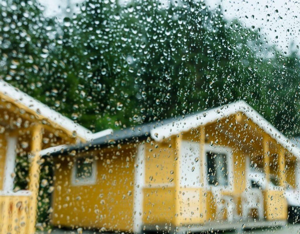 Campen in den Herbstferien geht auch bei Regen,